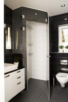 Black and white modern. #bathroom #modernbathrooms