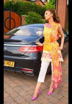 Faryal Makhdoom, Bollywood Fashion, Bollywood Style, Afghan Clothes, Pakistani Outfits, Fashion History, Asian Fashion, Cotton Dresses, Casual Dresses