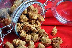 Výborné tradičné Dánske Vianočné perníkové keksíky prerobené do zdravšej podoby, ktorými môžete rozvoniať svojbyt po celý rok aj mimo Vianoc :) Sú chrumkavé a lahodné, ich príprava je jednoduchšia ako príprava perníkov. Oplatí sa ich vyskúšať. Ingrediencie (na 1 plech): 50g masla 1/2 hrnčeka javorového sirupu/medu/agáve 1 a 1/2 hrnčeka ovsenej múky (ovsené vločky pomleté […]