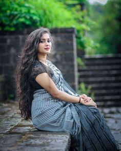 Beautiful Girl Indian, Beautiful Saree, Beautiful Women, Saree Gown, Baby Girl Images, Aunty In Saree, Photography Women, Beach Photography, Asian Model Girl