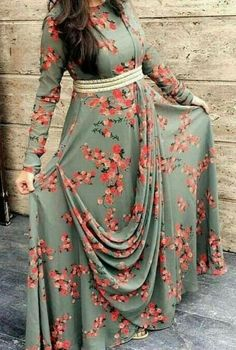 📌 collection::::This is new style, Kurti Designs Party Wear, Kurta Designs, Blouse Designs, Indian Designer Outfits, Indian Outfits, Designer Dresses, Mode Abaya, Mode Hijab, Long Gown Dress