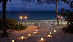 """Wir lieben Abendessen am Strand. Und Ihr? Wie sieht Euer """"DREAMDINNER"""" aus? http://www.lastminute.de/reisen/8101-18295-hotel-melia-caribe-tropical-playa-bavaro-punta-cana/?lmextid=a1618_180_e30"""
