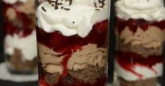 Hozzávalók 6 (2,5 dl) pohárhoz A piskótához 2 tojás 8 dkg cukor 1 evőkanál olaj 7,5 dkg liszt 1 teáskanál kakaóp... Cheesecake, Food And Drink, Pudding, Ice Cream, Desserts, No Churn Ice Cream, Tailgate Desserts, Deserts, Cheesecakes