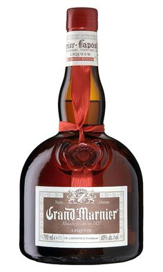 Grand Marnier narancslikőr házilag - Mossuk meg a narancsokat, és hámozzuk meg mindegyiket úgy, hogy a belső fehér héjából ne maradjon a héjakon. Cognac Drinks, Liquor Dispenser, Grand Marnier, Cocktails, Liqueur, Limoncello, Bottle Design, Orange, Whisky