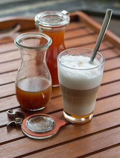 Pumpkin Spice Syrup und Pumkin Spice Latte - Kürbis ist in aller Munde! Pumpkin Spiced Latte Recipe, Homemade Pumpkin Puree, Pumpkin Spice Syrup, Pumpkin Recipes, Fall Recipes, Sweet Recipes, Starbucks, Best Oatmeal, Party Drinks
