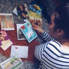 Jestem zdecydowanie jedną z tych osób którym wygodnie na podłodze  Mogę tu leżeć siedzieć czytać uczyć się no i  przeglądać pocztę  A Wy lubicie podłogę?  #postcrossing #postcrosser #postcard #postcards #pocztowka #pocztówka #pocztówki #poczta #kartkapocztowa #penpalspoland #teamkorespondencja #postcrossingofficial #collection #collector #kolekcja #podłoga #dywan