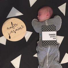 Monochrome ➕  www.vandababycards.com #babyshower #babyshowerinvite #baby #invitations #invites #party #partyplanning #newbaby #monochrome #babymilestones #babymilestonecards #milestonecards