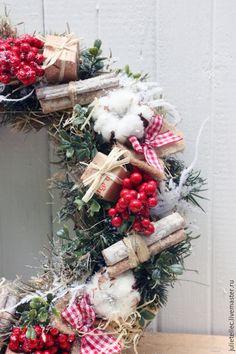 Купить Рождественский венок - бежевый, красный, рождественский венок, венок на дверь, декор дома Christmas Decoration Items, Christmas Items, Christmas Wreaths, Xmas, Holiday Decor, Crea Design, Handmade Design, Natural Christmas, Beautiful Christmas