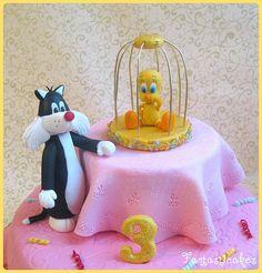 Tweety bird and Sylvester Looney Tunes cake