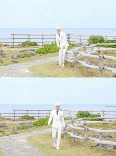 Suga ❤ BTS X STARCAST! BTS 2018 Season's Greetings NAVER Photo's~ (Original: m.star.naver.com/news/end?id=10195256) #BTS #방탄소년단