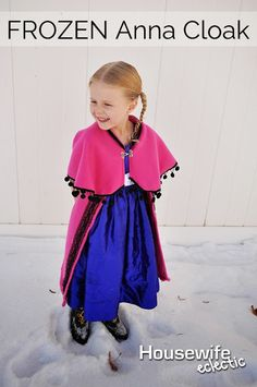 Do you have Frozen fans in your family? Win their love by making this super cute and easy Anna inspired cape. See the Frozen Anna Cape Tutorial from Housewife Eclectic now! Frozen Halloween, Halloween Kostüm, Couple Halloween, Hallowen Costume, Frozen Costume, Easy Sewing Projects, Sewing Tutorials, Hair Tutorials, Anna Cape