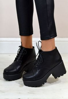 KYLE RETRO STYLE CHUNKY HEEL LACE UP ANKLE BOOTS IN BLACK