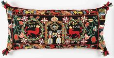 "Beautiful pillow ""Krönta lejon"". Traditional scanian wool embroidery."