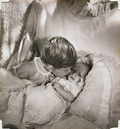 British royal family pictures - princess anne as a baby with prince charles.jpg