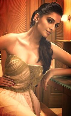 Sonam Kapoor Hot Photos Images Sexy Bikini Wallpapers HQ Pictures and Latest Unseen Szilling Photoshoots In Saree HD Clavage Naval show Sonam Kapoor. Indian Celebrities, Bollywood Celebrities, Bollywood Actress, Bollywood Stars, Bollywood Fashion, Bollywood Hair, Sonam Kapoor Hairstyles, Sonam Kapoor Wallpapers, Sari