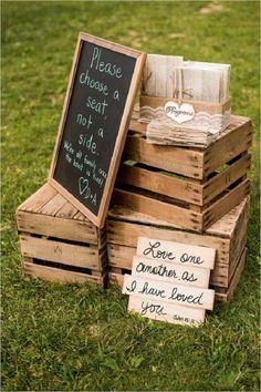 Decoración con cajas de madera hechas con tablas, para bodas rústicas. #BodasCampestresCali