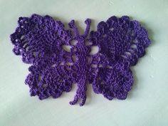 Mariposa a crochet, ideal para coser a una camiseta,bolso...