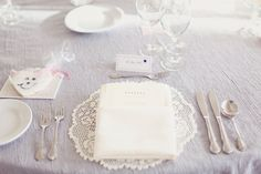 really love the color and sheen of this table cloth...