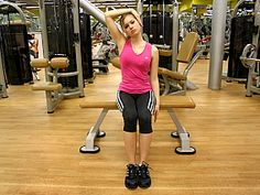 Cvik č. 1: Svaly boční strany krku (postranní svaly krku). - V konečné pozici vydržte 10 vteřin (tj. přibližně 2 klidné nádechy). Cvik zopakujte stejným způsobem také na opačnou stranu.