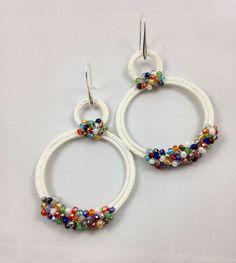 Best 12 crochet earrings More: – SkillOfKing. Diy Necklace Bracelet, Bead Earrings, Crochet Earrings, Bracelets, Pearl Earrings Wedding, Wedding Jewelry, Crochet Accessories, Jewelry Accessories, Hand Embroidery Videos