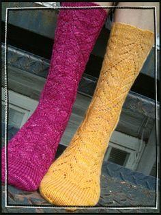 Ravelry: Cadence Socks pattern by verybusymonkey {FREE}