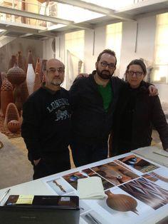 Lo studio dell'artista torinese Luigi Farina. Con @perfetteillusio controllando le prove colore del #catalogo #edizionilizea