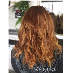 Copper hair with golden blonde balayage highlights. Natural red hair. Medium length hair. Soft waves. Color by @hairbyliana at Cherry Creek Hair Company in Puyallup, Wa.