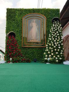 Altar Flowers, Church Flower Arrangements, Floral Arrangements, Wedding Stage Decorations, Altar Decorations, Flower Chandelier, Prayer Room, Tv Decor, Iglesias