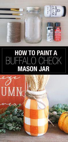 Fall Mason Jars, Mason Jar Vases, Mason Jar Diy, Diy Christmas Mason Jars, Diy Jars, Halloween Mason Jars, Halloween Fun, Mason Jar Projects, Mason Jar Crafts