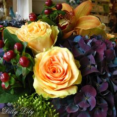 We're celebrating deep, rich, and sophisticated florals with our Jewel Tone Mix bouquet today. This unique combination of the seasons will add a special feel to any space!
