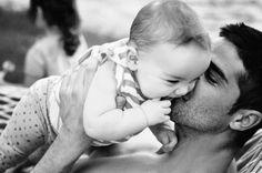 Det å bli pappa har gjort mange gutter til menn over natta. Ekte mannfolk tar ansvar. (http://farogbarn.no)