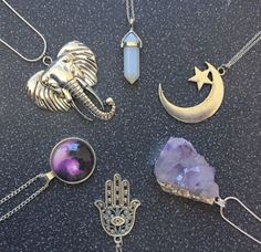 I want the crystal at 12 and circle gem at 8! I have the Hamsa at 6. :)