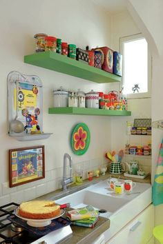 love this little kitchen, simple and the colors are fun