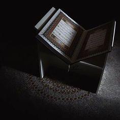 Quran Wallpaper, Islamic Quotes Wallpaper, Dark Wallpaper, Islamic Store, Islamic Art, Quran Book, Book Flowers, Allah Love, Black Photography
