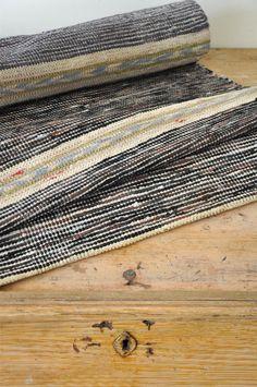 LOPPBERGA : Tokig i trasmattor på Loppberga - blog om en väverskas vardag, inspiration och mattor Loom Weaving, Hand Weaving, Tear, Woven Rug, Rug Making, Home Textile, Animal Print Rug, Carpet, Textiles