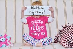 Pregnancy Annoucement - The First Trimester - Big sister announces pregnancy in photography