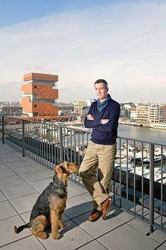 Hi Meneer Van Noten. Ik hou van uw hond.