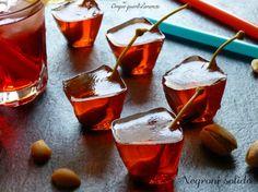 Il Negroni solido è una simpatica versione del classico a e famoso aperitivo, preparato con campari, martini rosso e gin. Qualche anno fa nella mia città a