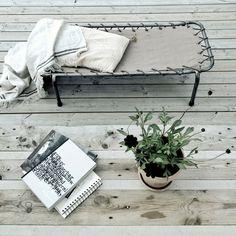 Méchant Design: taking a nap