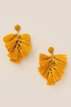 Earrings Handmade francesca's Willa Tassel Earrings - Marigold - The Willa Tassel Earrings are a cluster of thread tassels in marigold. Diy Tassel Earrings, Tassel Earing, Tassel Jewelry, Fabric Jewelry, I Love Jewelry, Wire Jewelry, Beaded Earrings, Bridal Jewelry, Jewelry Crafts