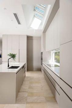 Luxury Kitchen Design, Kitchen Room Design, Home Decor Kitchen, Interior Design Kitchen, Modern Kitchen Furniture, Contemporary Kitchen Cabinets, Beige Kitchen Cabinets, Kitchen Cabinet Styles, Kitchen Cabinets No Handles