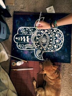 I seriously fucking love this painting! The Hamsa is already beautiful but this painting though😍😍 Hamsa Painting, Diy Painting, Painting & Drawing, Hamsa Drawing, Diy Canvas, Canvas Art, Tatouage Main Hamsa, Hamsa Art, Hippie Art