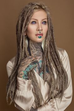 White Girl Dreads, Dreads Girl, Hot Tattoos, Life Tattoos, Female Dreads, Drawing Tutorials For Beginners, Sick Tattoo, Hot Tattoo Girls, Scene Girls