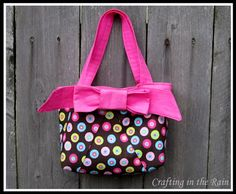 Crafting in the Rain: Make a Splash BOWS.  A twist on the scripture bag I have made several times.