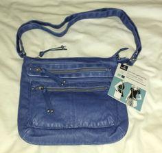 Tchibo Umhängetasche in jeansblauer Lederoptik. Eins vorweg, ich bin keine Taschensammlerin. Meine Handtaschen sind sich eigentlich immer sehr ähnlich und ich benutze fast durchweg ein und dieselbe...