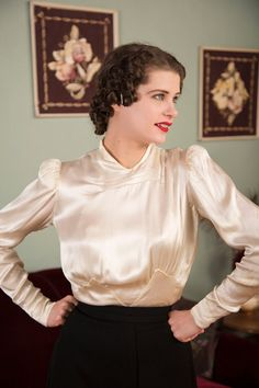 Vintage 1930s blouse is exquisite, a cocktail hour coup - fantastic with an elegant skirt or especially fine with satin trousers. The lustrous ryaon