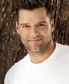 Your Daily Dose of Ricky Martin Ricki Martin, Puerto Rican Singers, Pop Musicians, Miguel Bose, Latin Men, Kellan Lutz, Famous Singers, Famous Men, Gorgeous Men