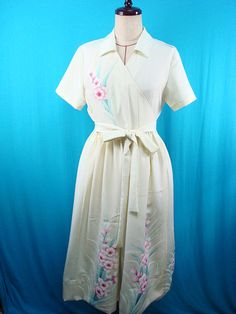 This is a 1940s vintage kimono dress.  Materials: 100% silk *used kimono of vintage, hand-painted The dress is not having a lining. Conditions