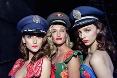 Cabarés da Natal dos anos 40 inspiram a coleção de moda mais linda dos últimos tempos!