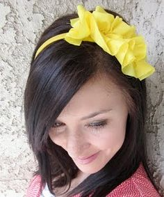 DIY ruffle headband! Super cute- I could totally use a few of these!